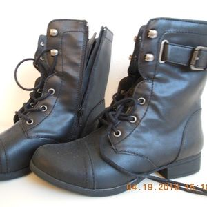 AMERICAN RAG LACE FRONT/ZIP SIDE BOOT--NWOT